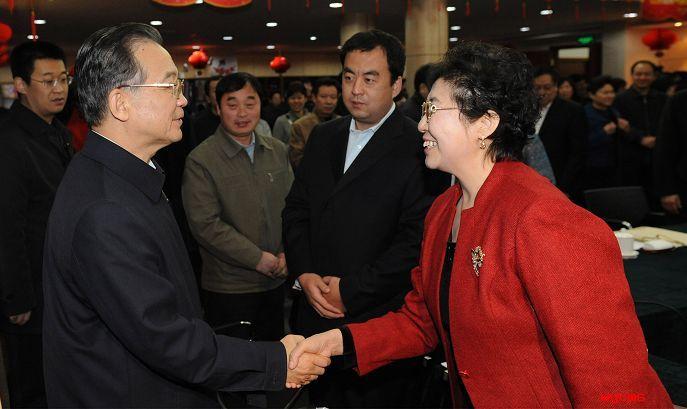 国务院总理温家宝接见、听取盈科律师事务所郝惠珍律师关于律所建设的报告